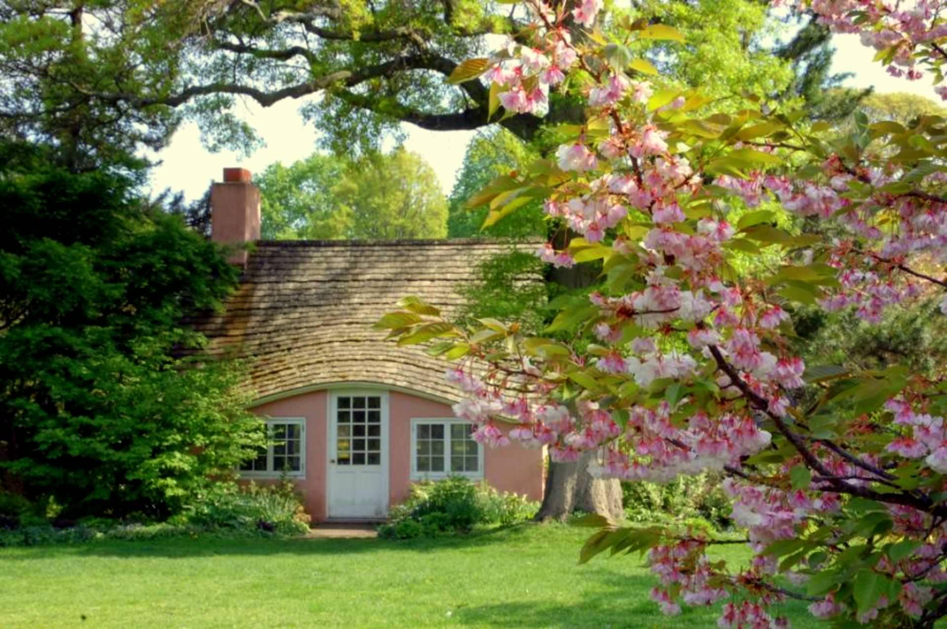 English Cottage Wallpaper