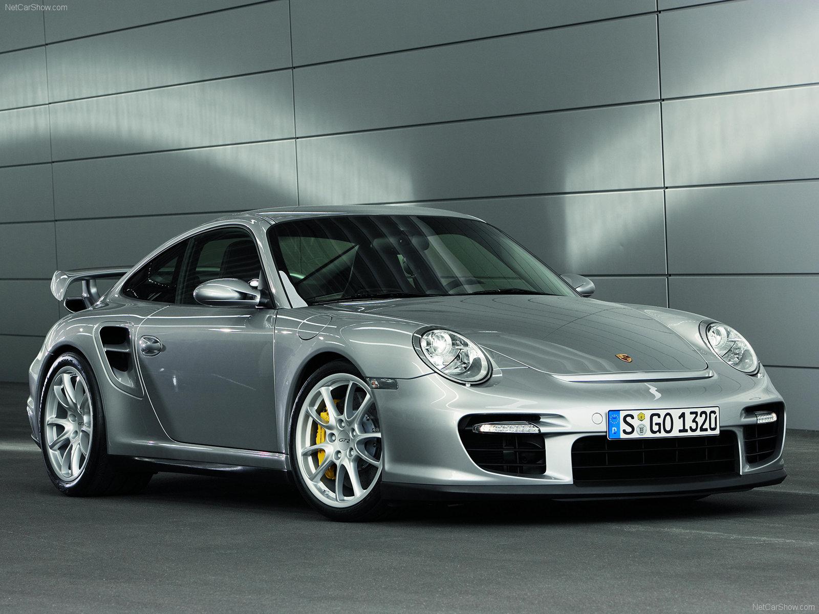 Silver Porsche 911