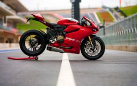 Ducati Motorbike Hot And Fast Wallpaper Designs