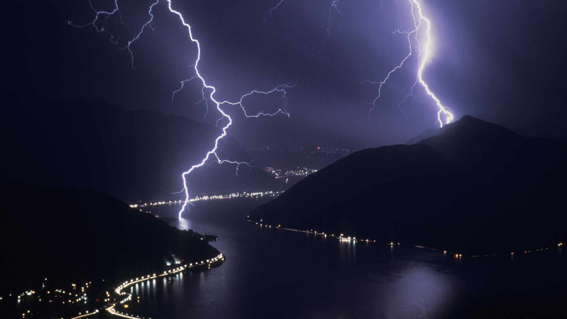 Desktop lightning hd wallpapers photos download wallpaper download voltagebd Image collections