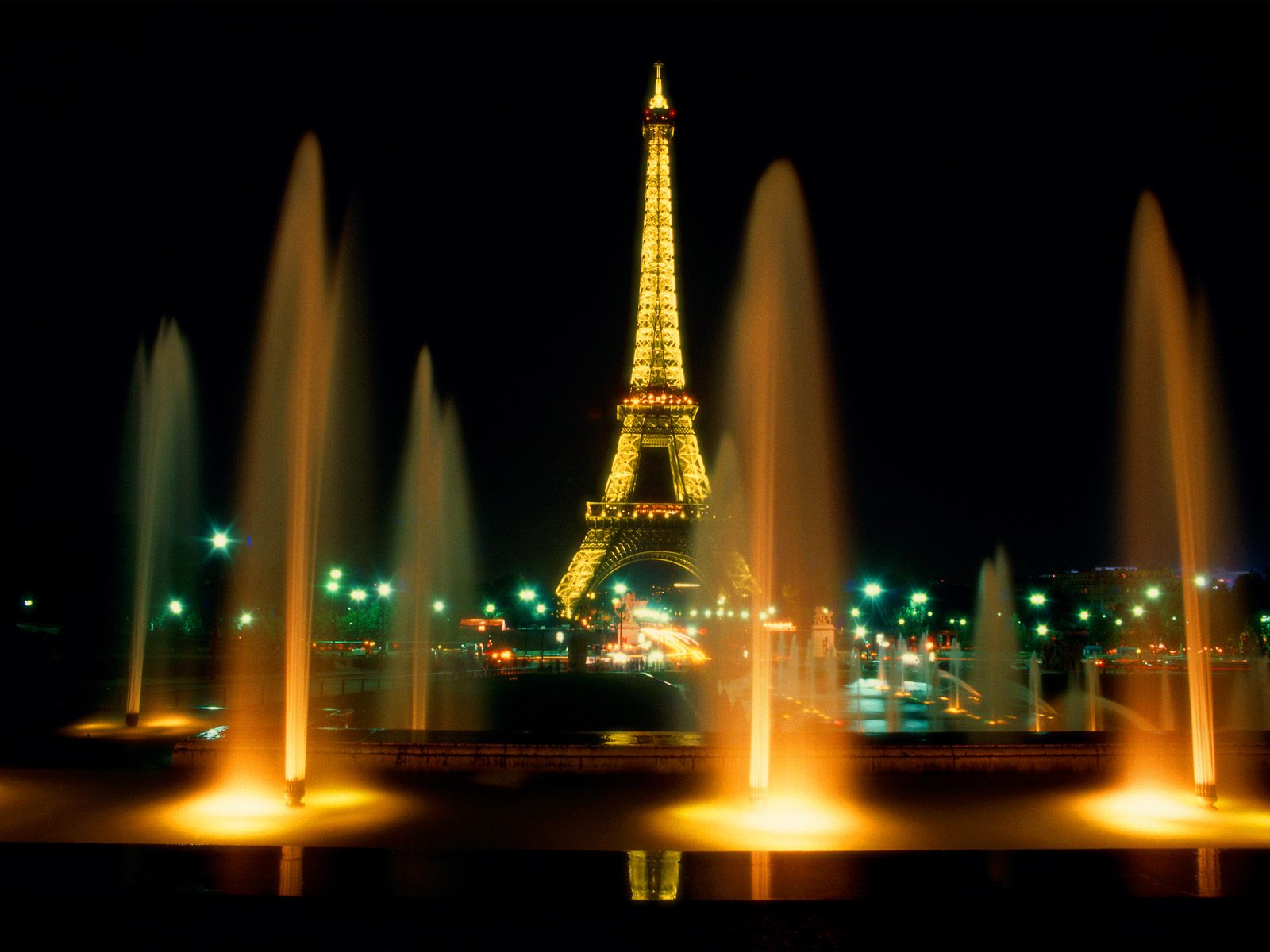 eiffel-tower-at-night-paris-city-free-download-beautiful-hd